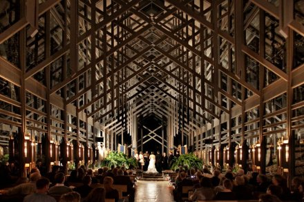 wedding planner-thorncrown-chapel